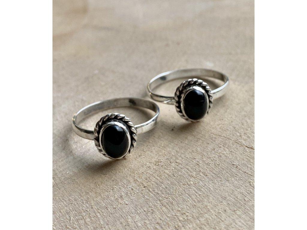 Stříbrný prstýnek Onyx Oval (Velikost 9/60)