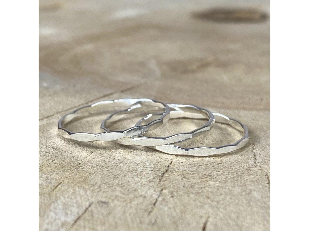 Stříbrný prsten kroužek Hammered  Ag 925/1000
