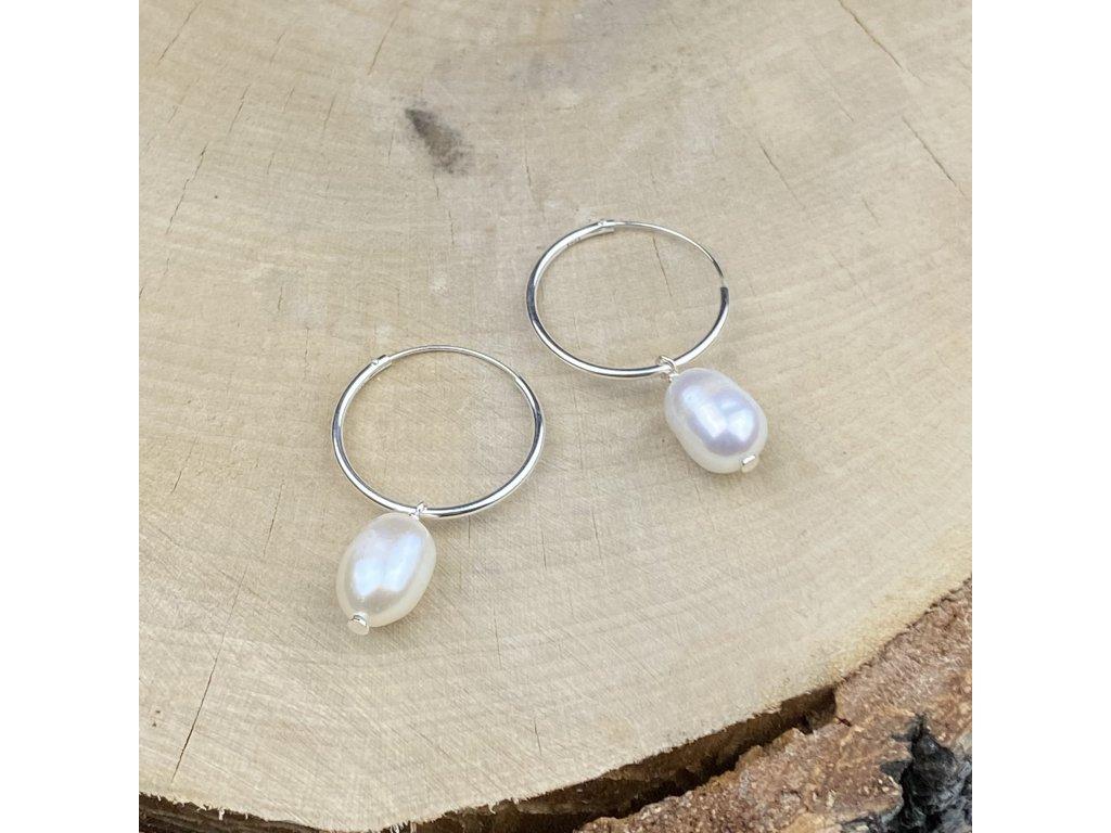 Stříbrné náušnice kruhy se sladkovodní perlou  Ag 925/1000