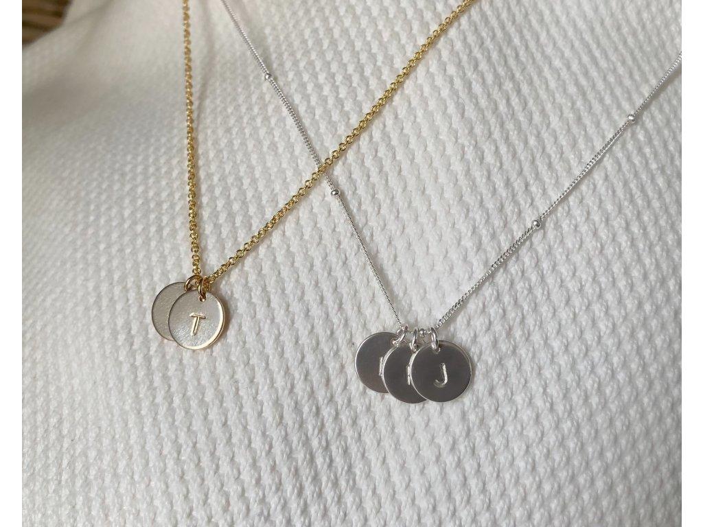 Pozlacený náhrdelník AMELIA s ražbou iniciálů