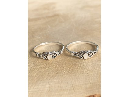 Stříbrný prstýnek Celtic s perletí