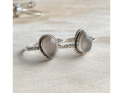 Stříbrný prstýnek kapka Růženín (Velikost 9/60)