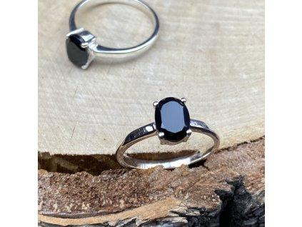 Stříbrný prsten La Precia s černým Spinelem