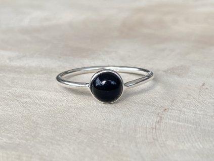 Stříbrný prstýnek Onyx Round  Ag 925/1000