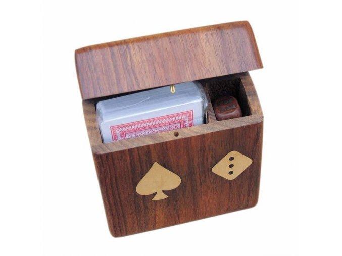 Karty a hrací kostky v krabičce