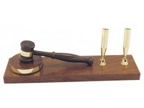 Kladívko pro aukce a soudce