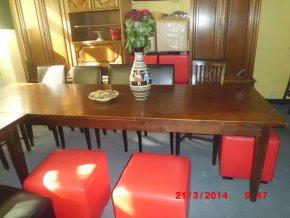 Stůl masiv hnědý