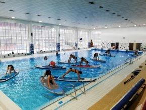 cvičení na bazénu ve Zlíně
