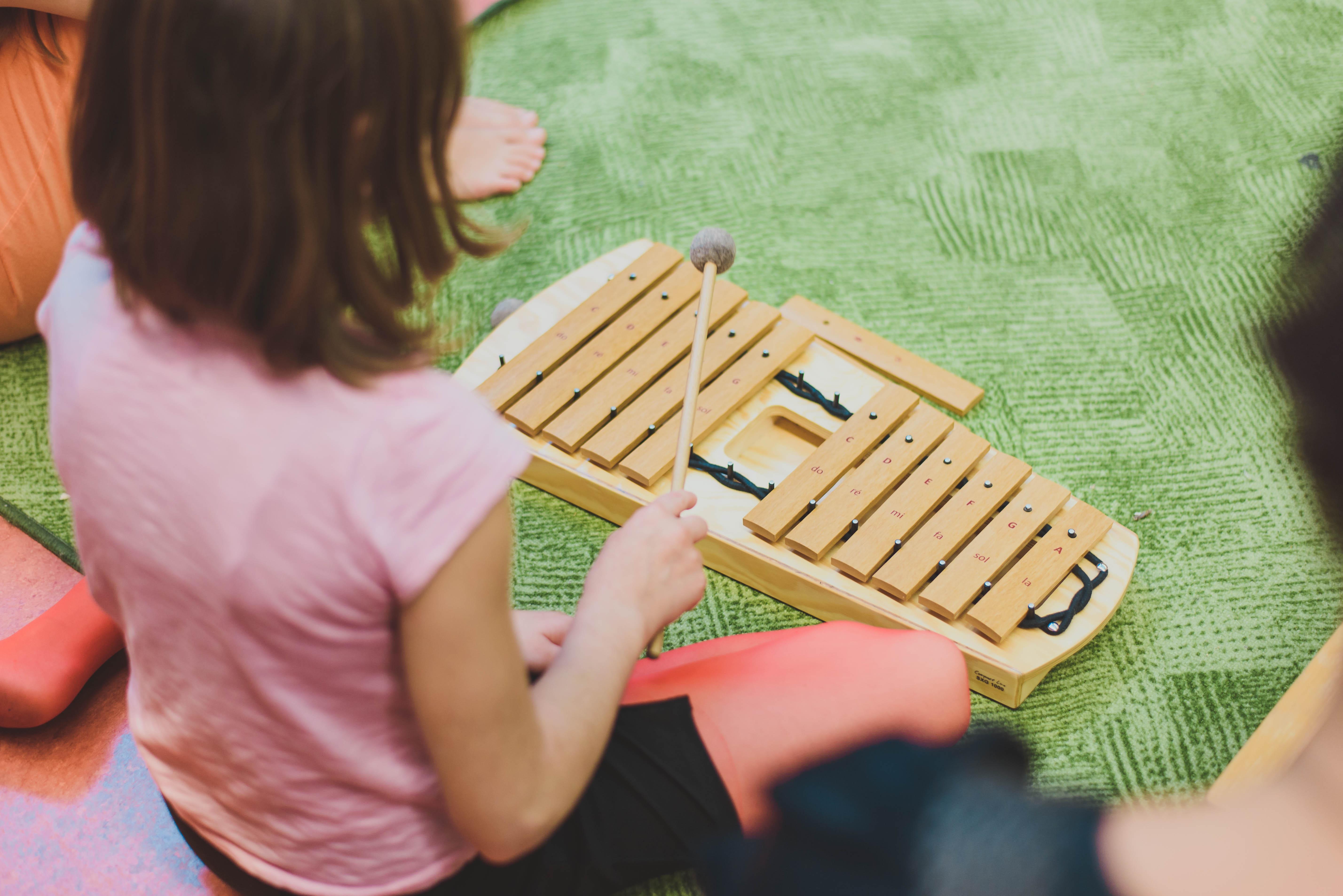 Orffovy hudební nástroje a jejich přínos pro školy: Kvalita, dlouhověkost a spektrum možností