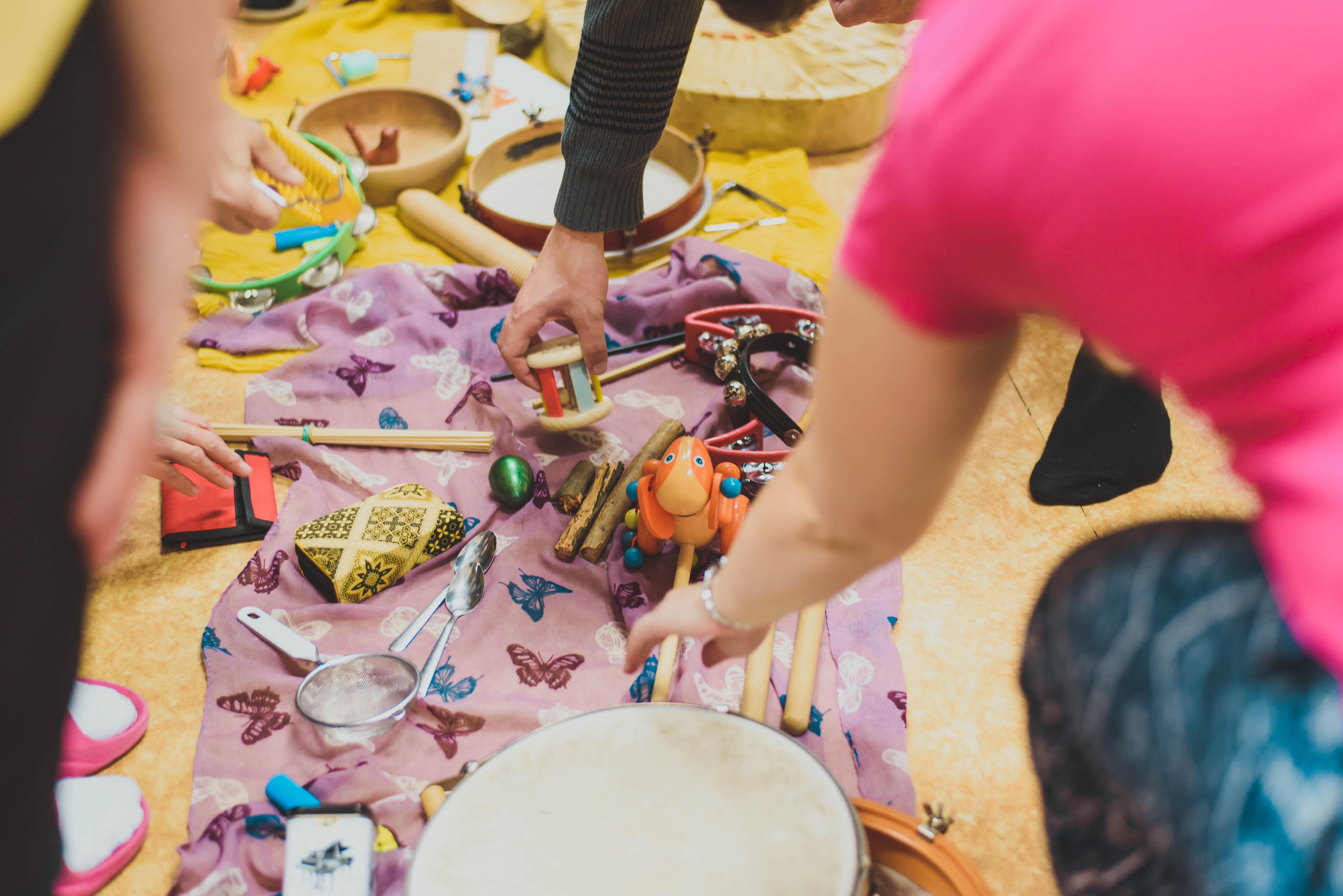 Jaké vybírat hudební nástroje do školy: Vsadíte na rytmické, melodické, nebo jejich kombinace?