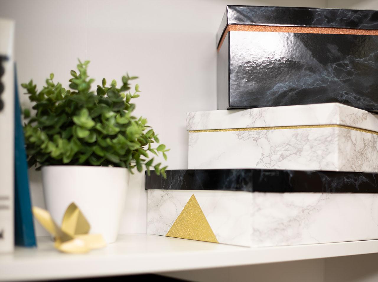 Krabičky v moderním mramorovém stylu