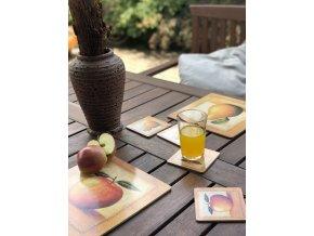 KP111 Korková podložka 25 x 25 cm, jablko na stole