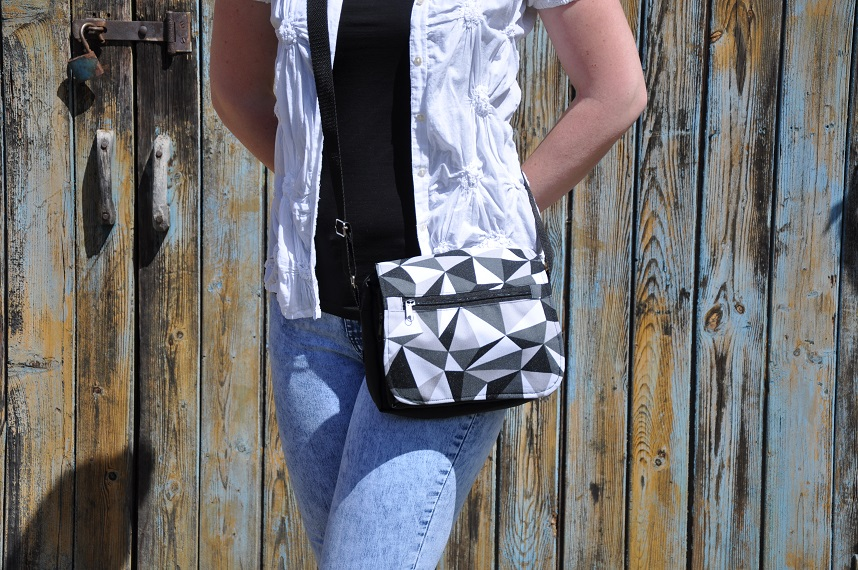 Romantická taška na doklady   Barva: Brusinková