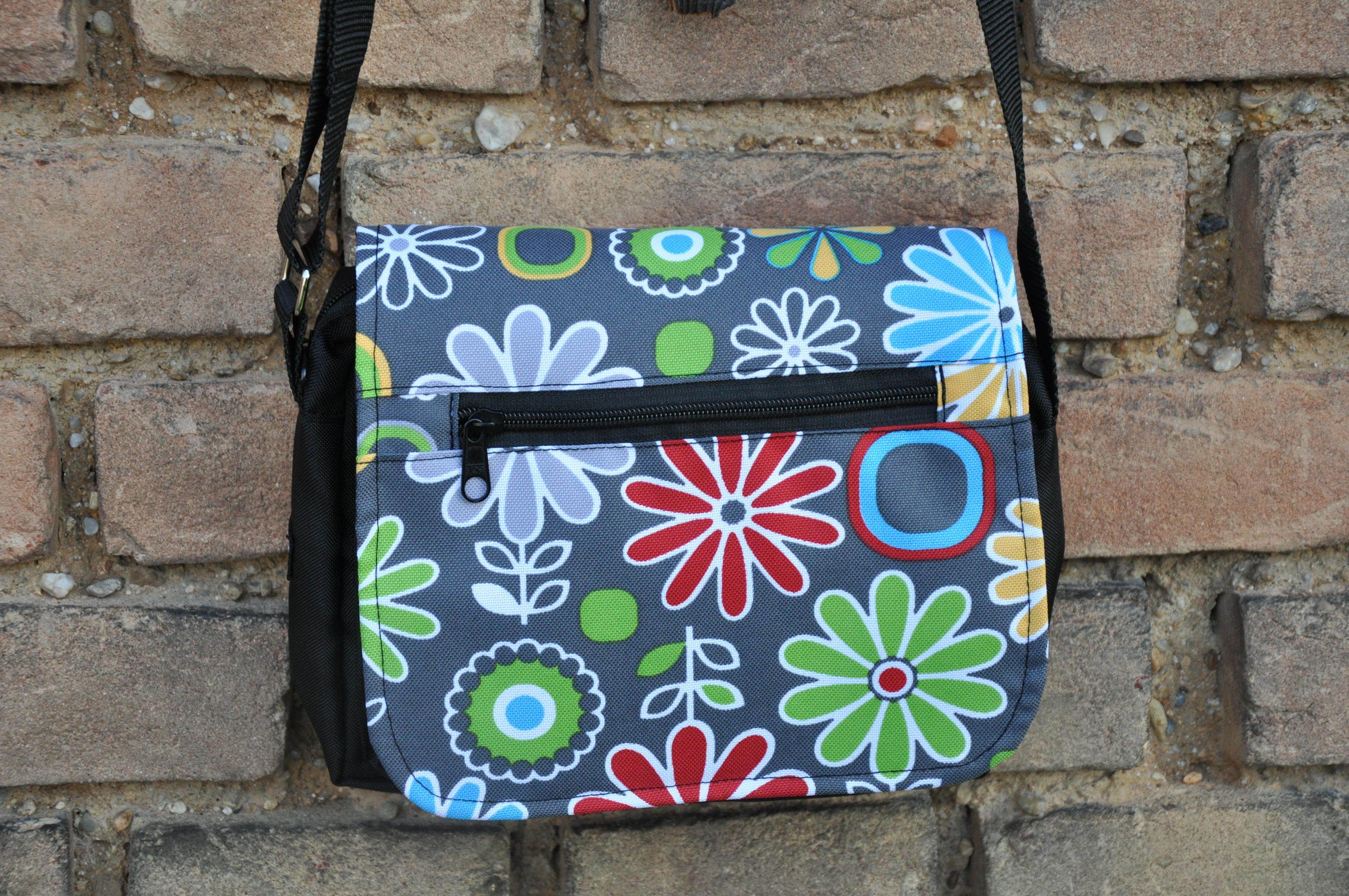 Květinová taška na doklady Barva: Barevné kvítí