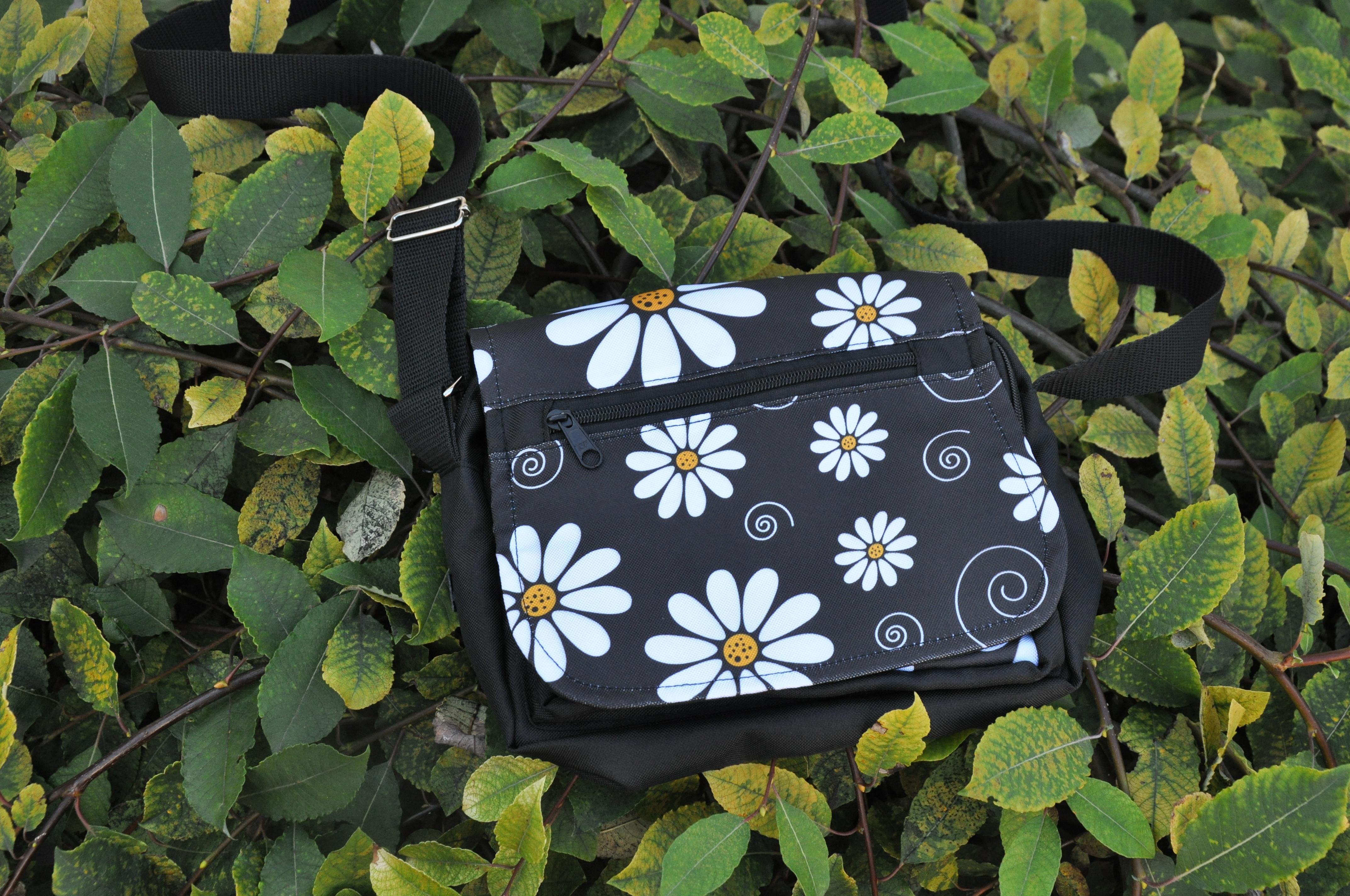 Květinová taška na doklady Barva: Kopretinová
