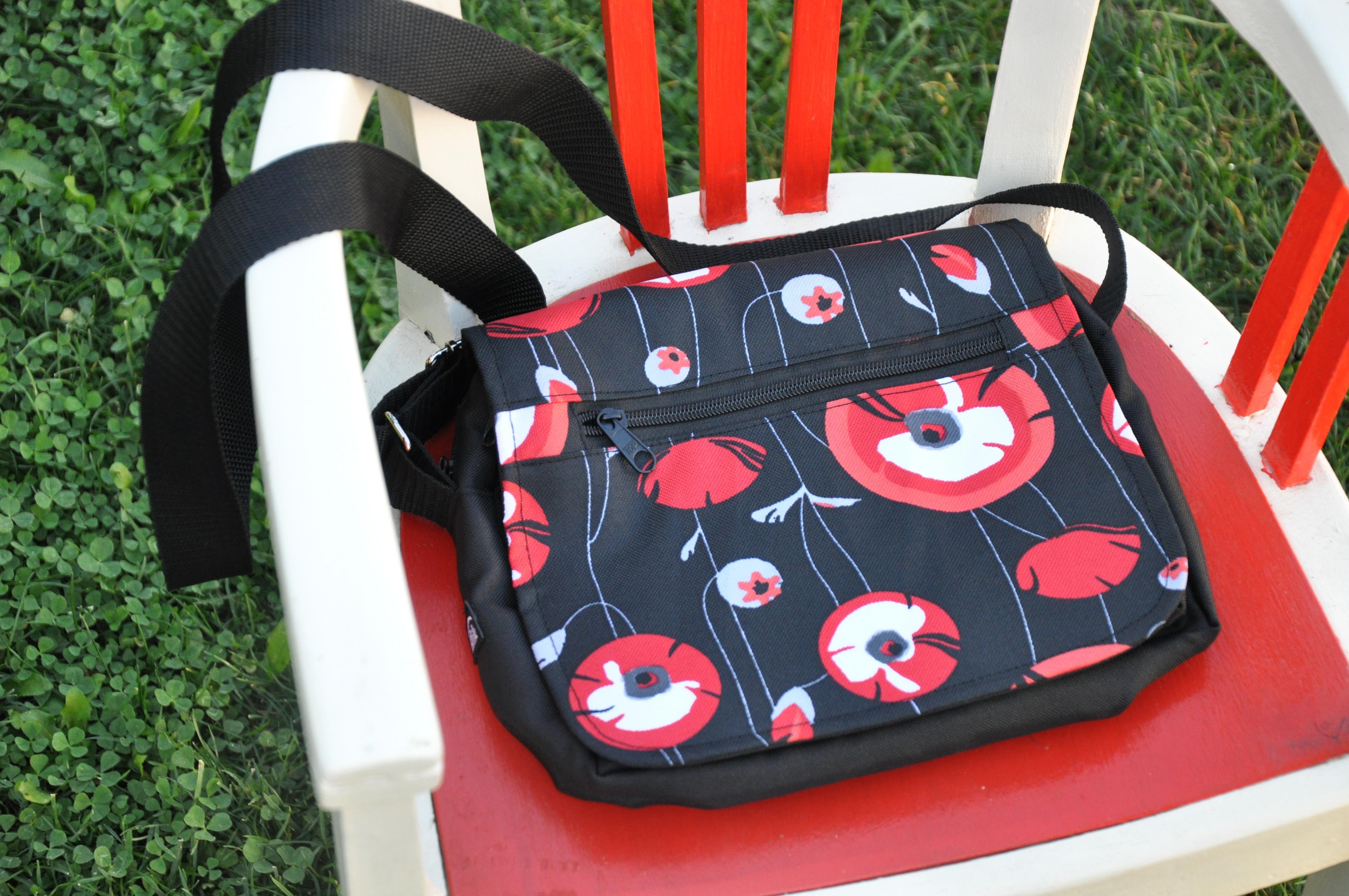 Květinová taška na doklady Barva: Vlčí máky