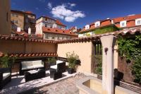 Appia Hotel Residence v Praze 1 nabízí příjemné posezení na v kolekci zahradního nábytku Mocca