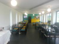 Kolekce zahradního nábytku Daylight, lehátka Relax a květináče Mocca od Nábytek Nünning v brněnském Golf Clubu