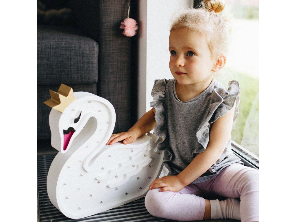 detské drevené svietidlo labuť