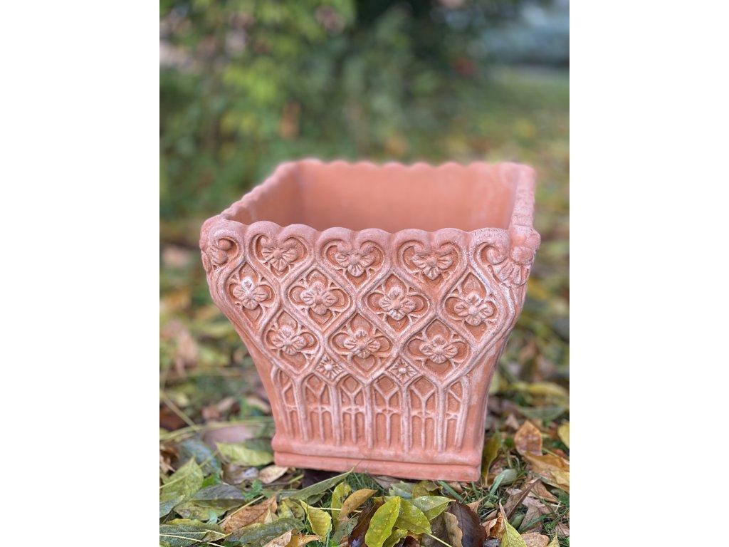 terakotová nádoba na květiny