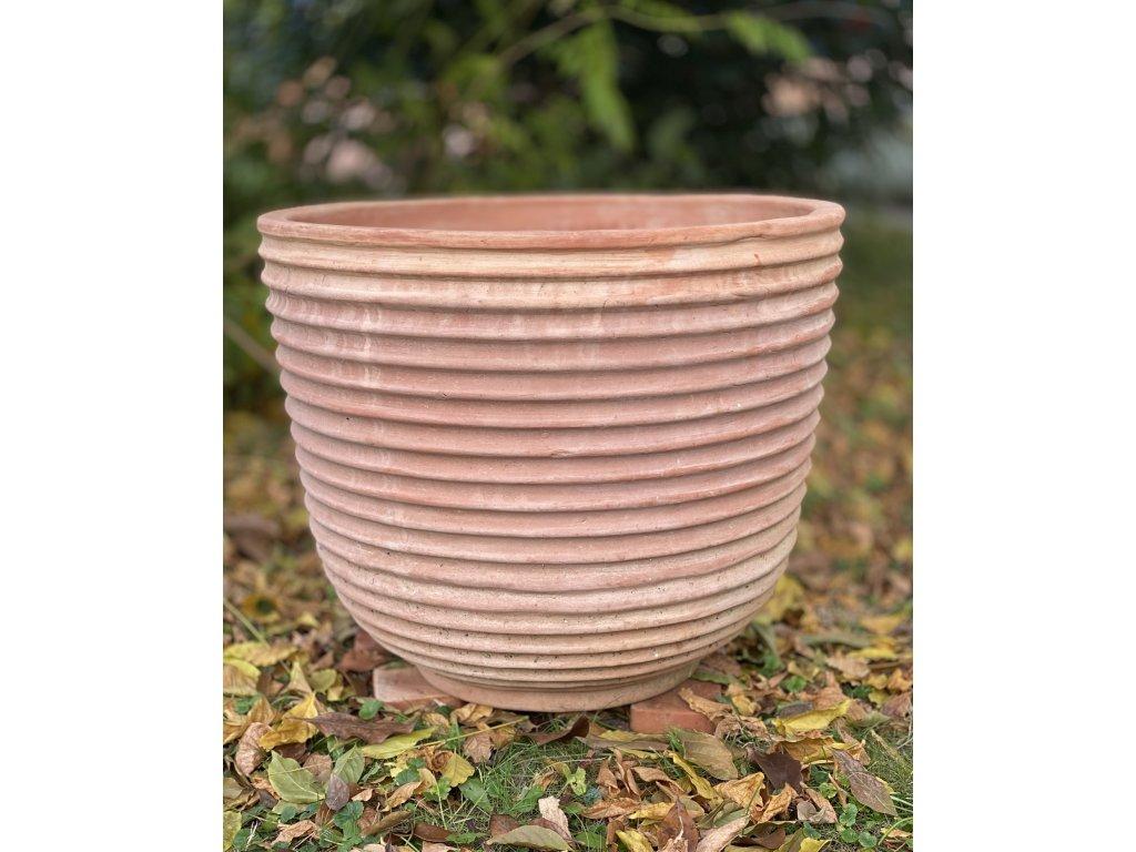 terakotová nádoba na kytky