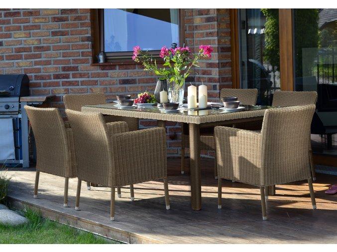 Ratanový zahradní nábytek