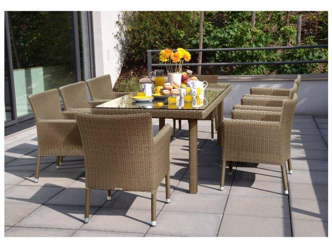 Ratanový zahradní nábytek jídelni