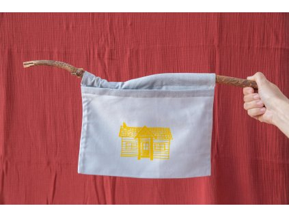 Kapsa na klacíku Doma ve žluté
