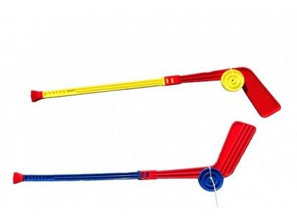Plastová hokejka s pukem