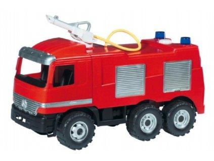 Mercedes cistaerna hasiči stříkající vodu