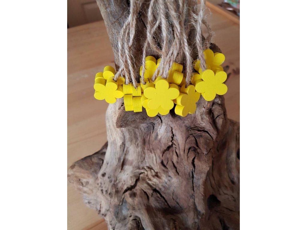 Dřevěná dekorační kytička