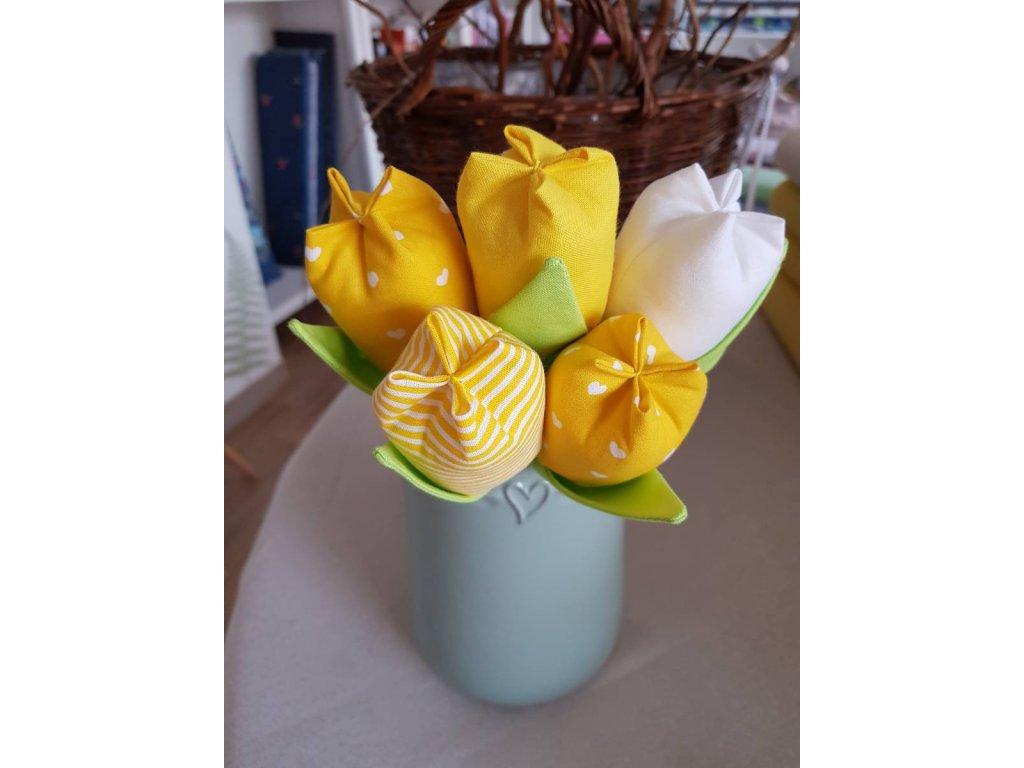 Kytice tulipánu žluta