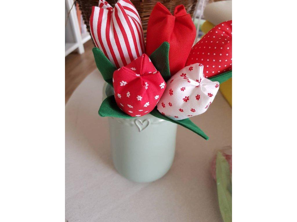 Kytice tulipánu červená