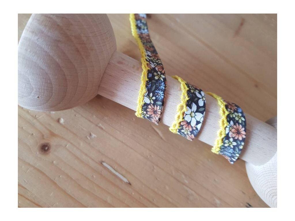Šikmý lemovací proužek s krajkou- hnědé květinky se žlutou