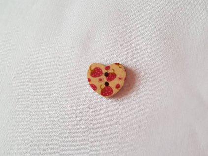 Dřevěný dekorační knoflík - srdce jahoda