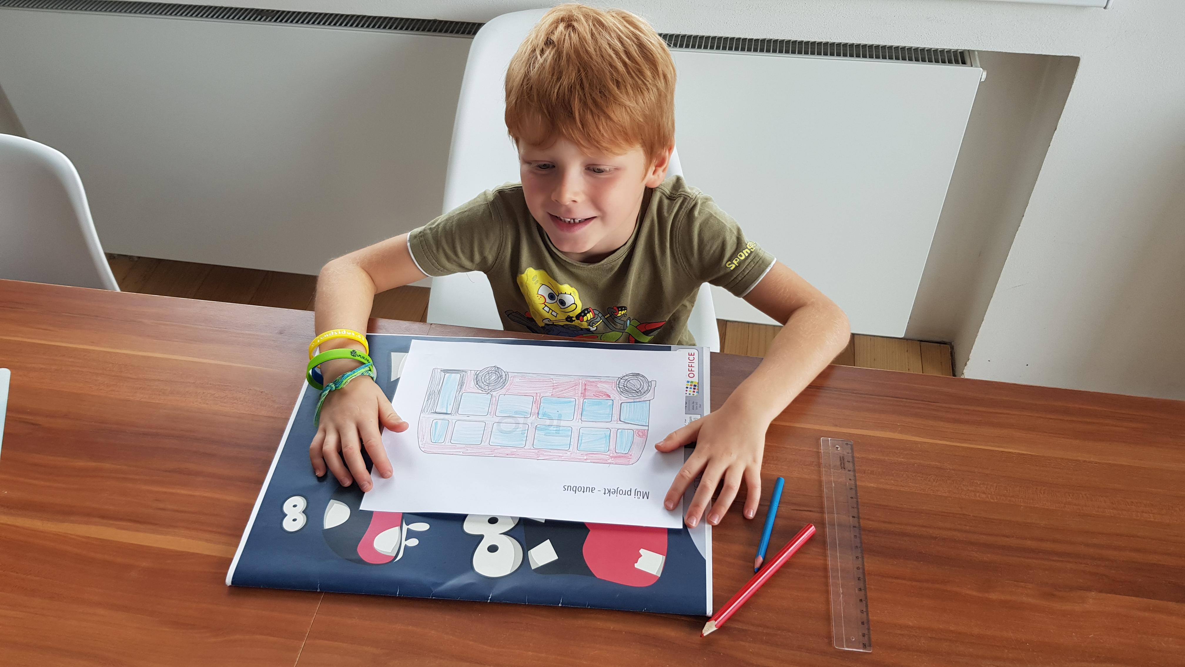 DIY dětský projekt - jak si polici autobus vymalovat