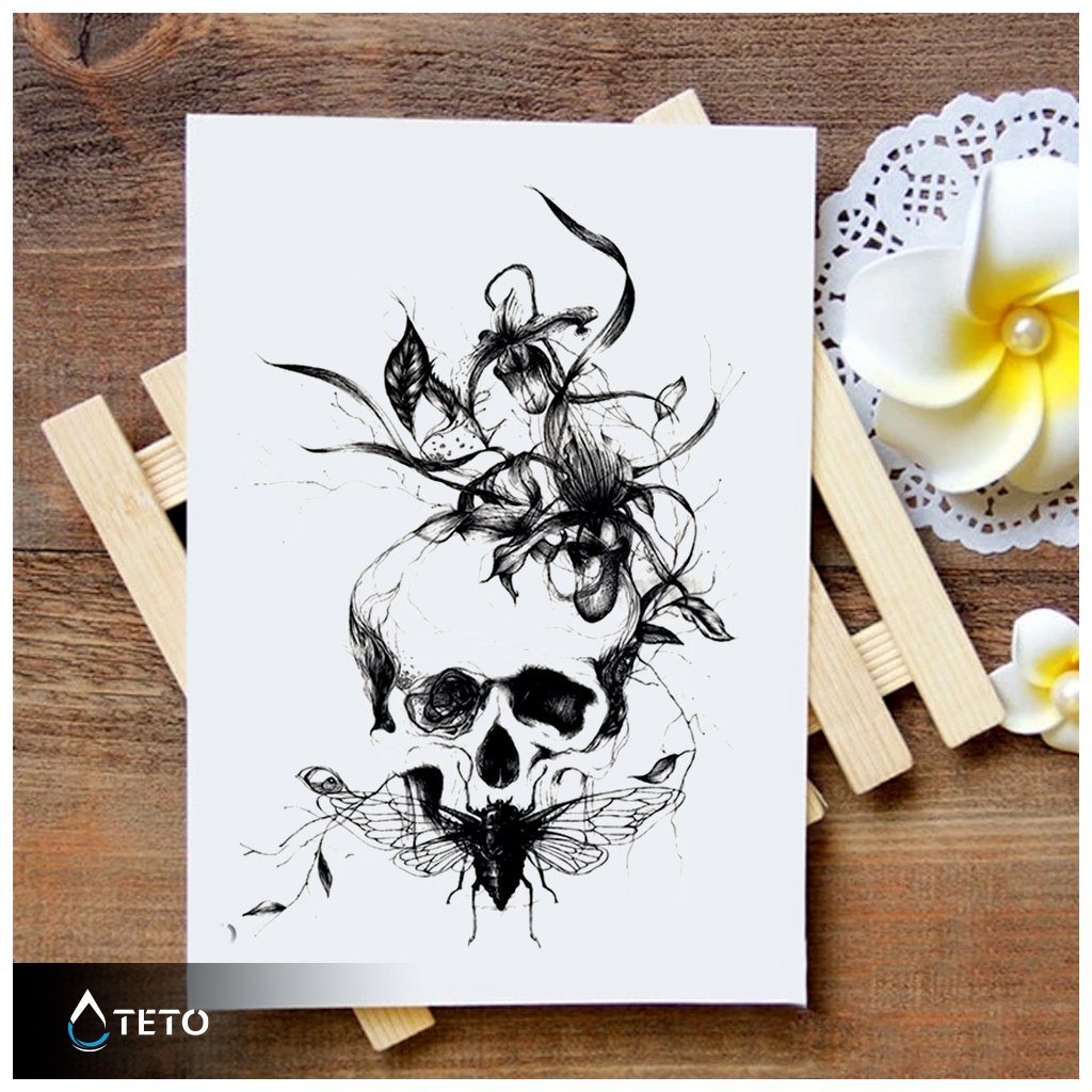 Lebka s květinou