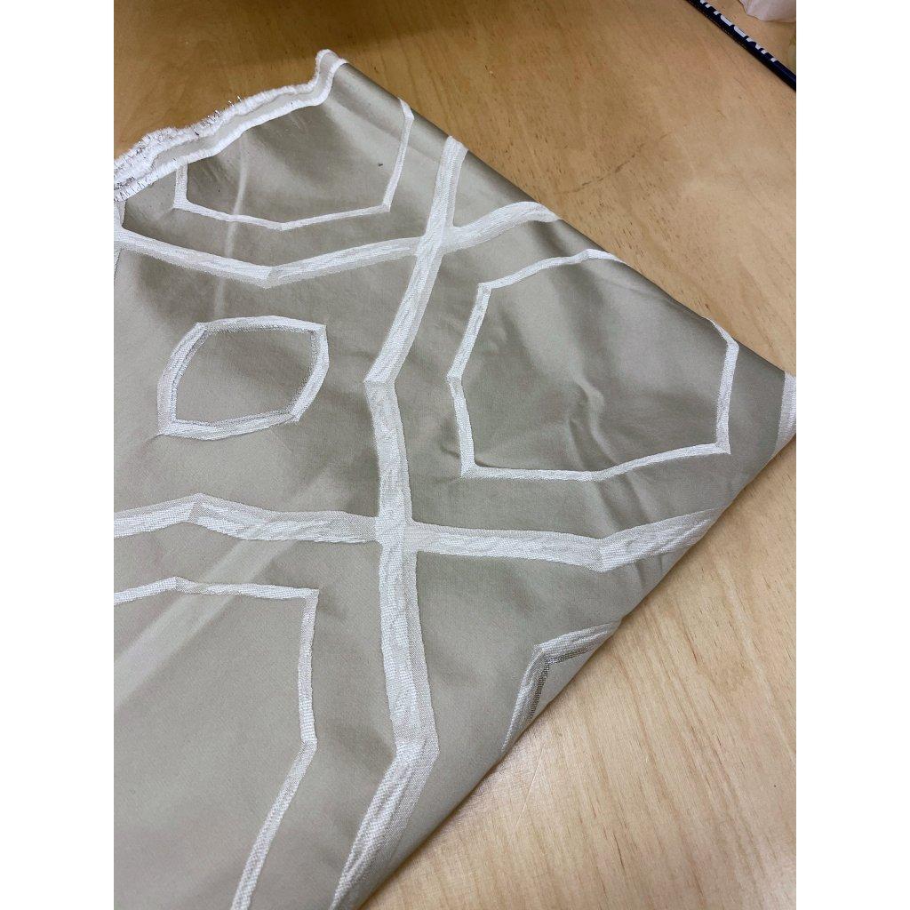 3704 bezovy geometricky vzor stribrny lurex