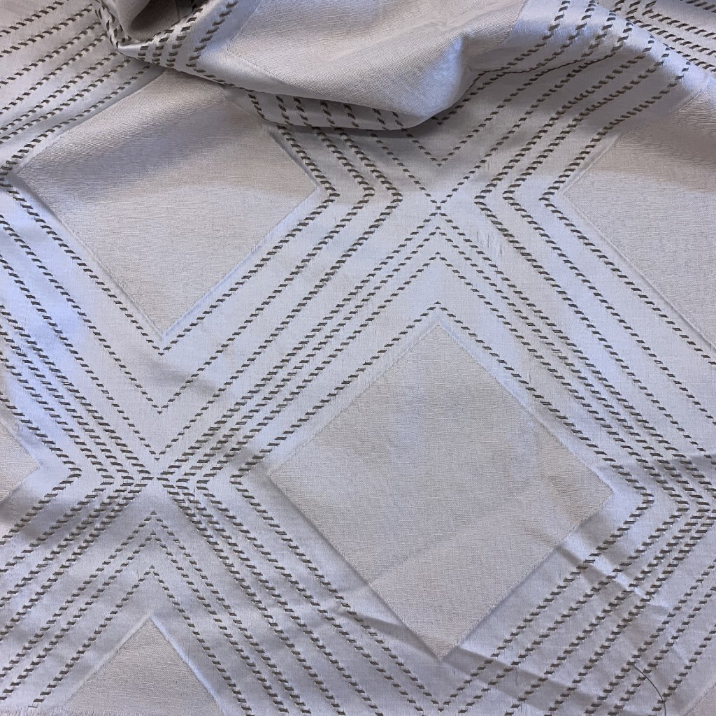 Satén geometrický kosočtverec, šedo/stříbrná