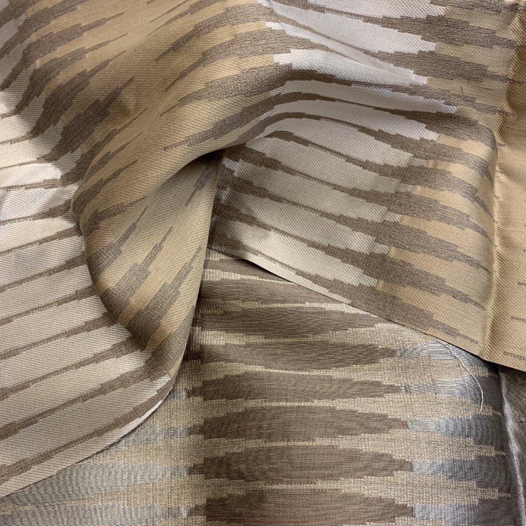 Hnědé plátno se žakárovým vzorem, hedvábí/viskóza/syntetická vlákna