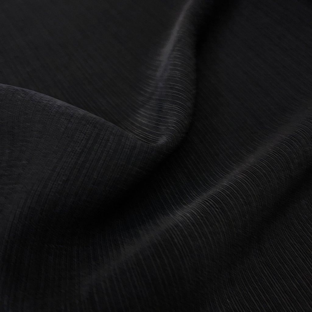 Matný lesk, černá pevná a padavá oblekovka, polyester