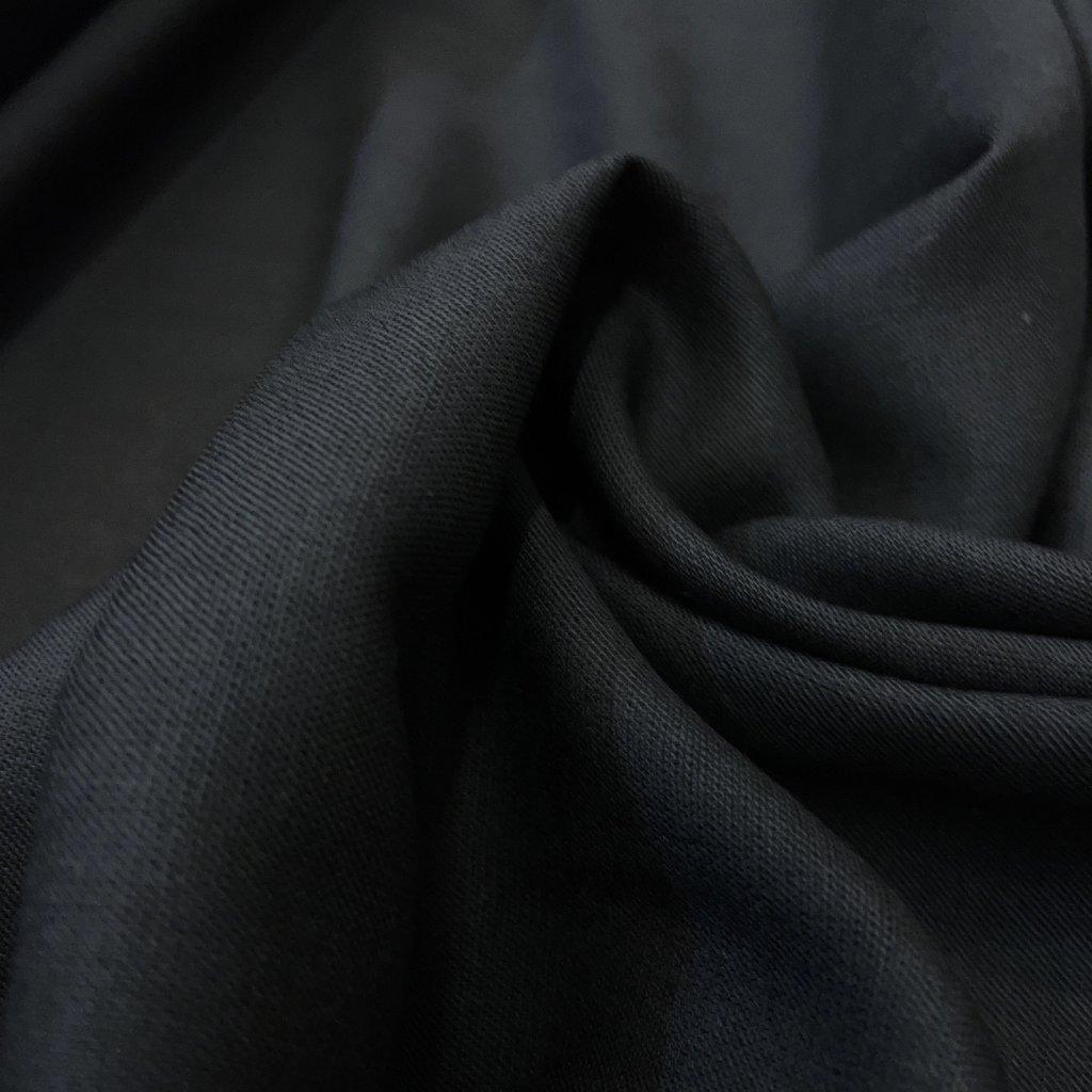 Lehoučká černá viskóza