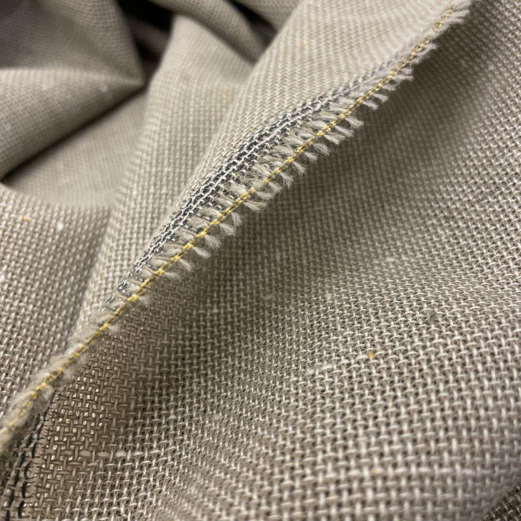 Hrubší plátno s nopky, Polyester/vlna, lehce transparentní