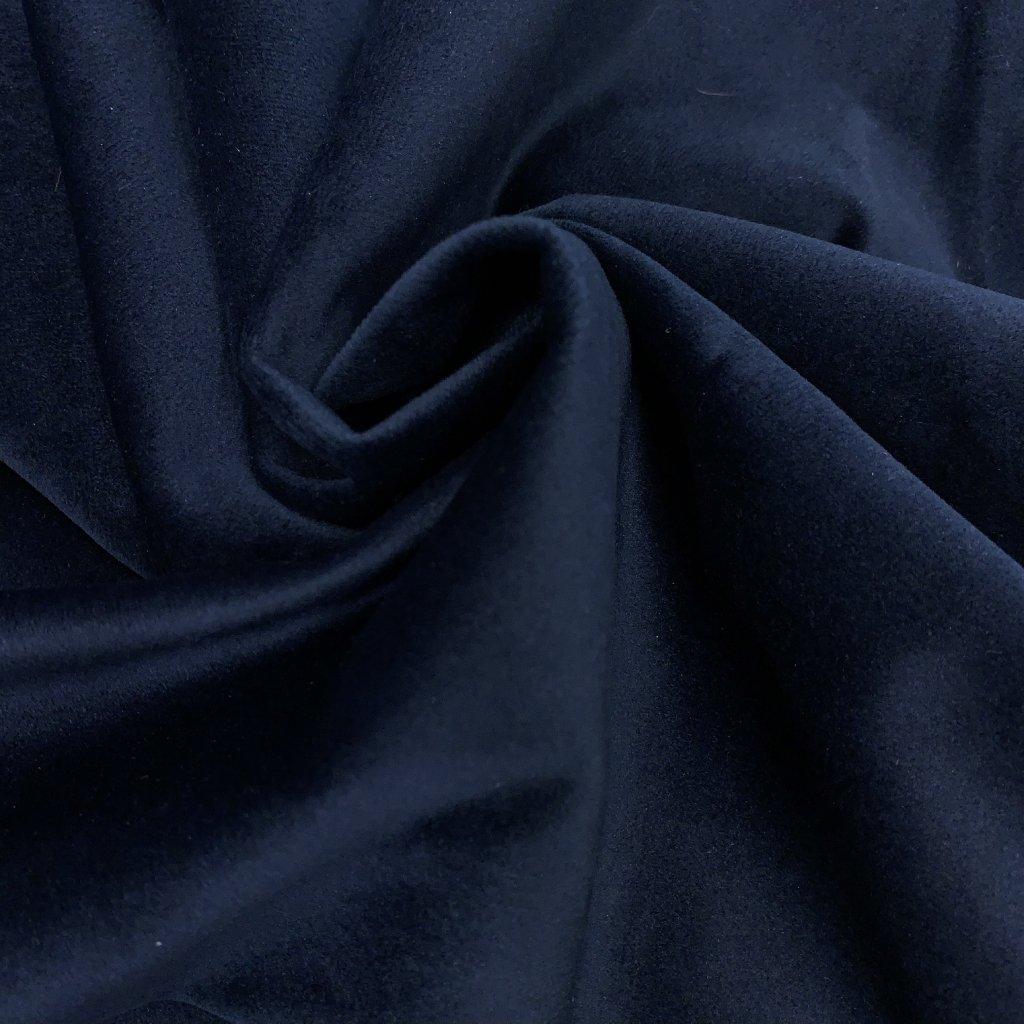 Tmavě modrý mikrosamet, blackout 2