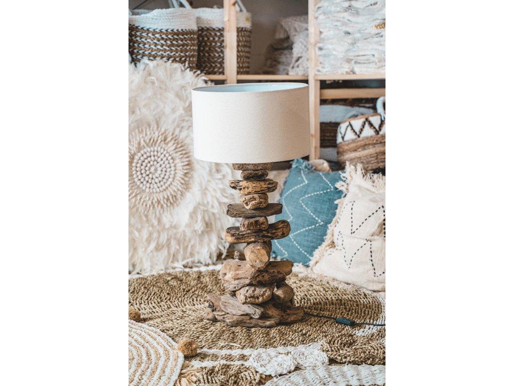 Lampa s dřevěným podstavcem