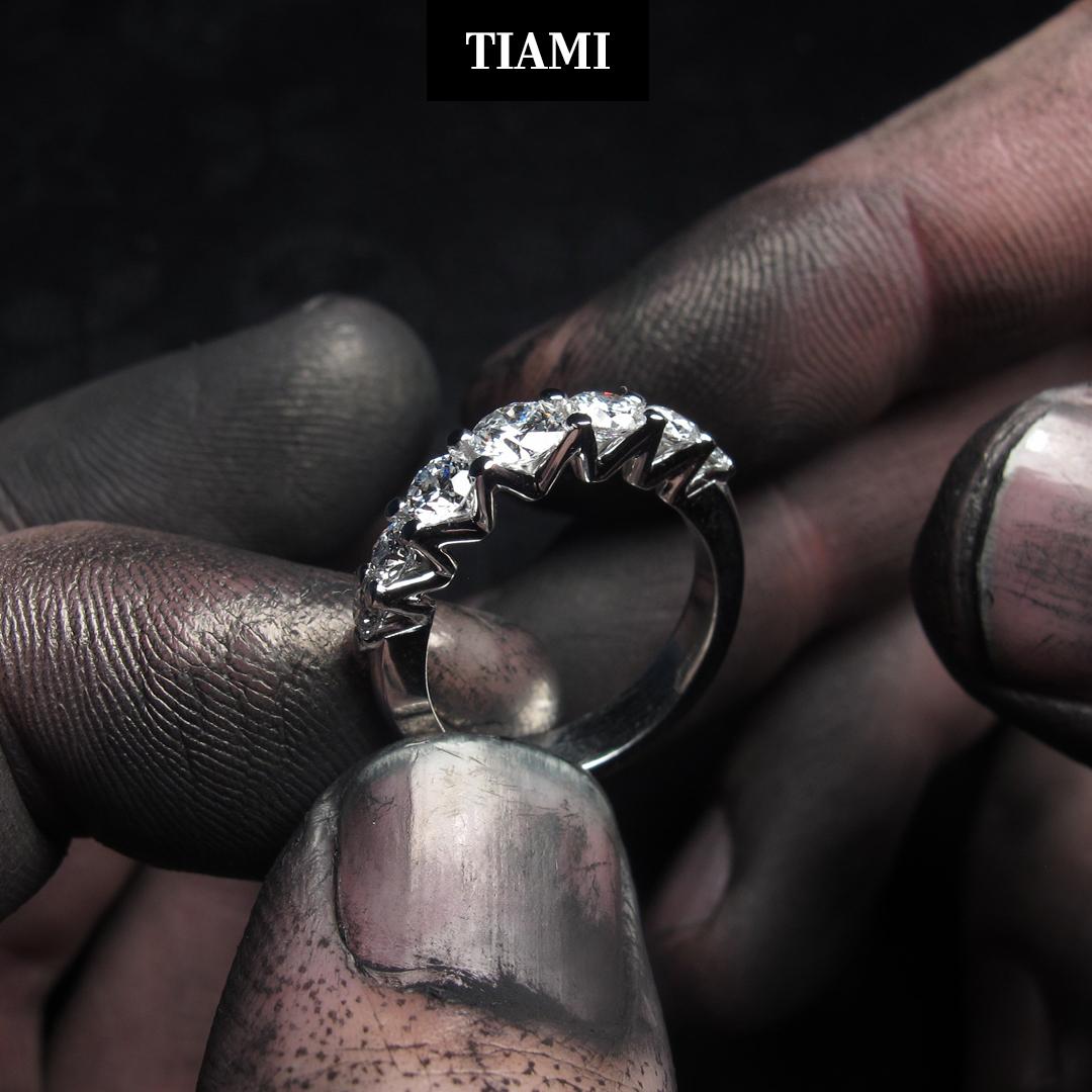ŽENA-IN: Jako se ženou se mnou nikdo nechtěl seriózně jednat, natož spolupracovat, říká Gabriela Dědičová, zakladatelka značky s laboratorními diamanty.