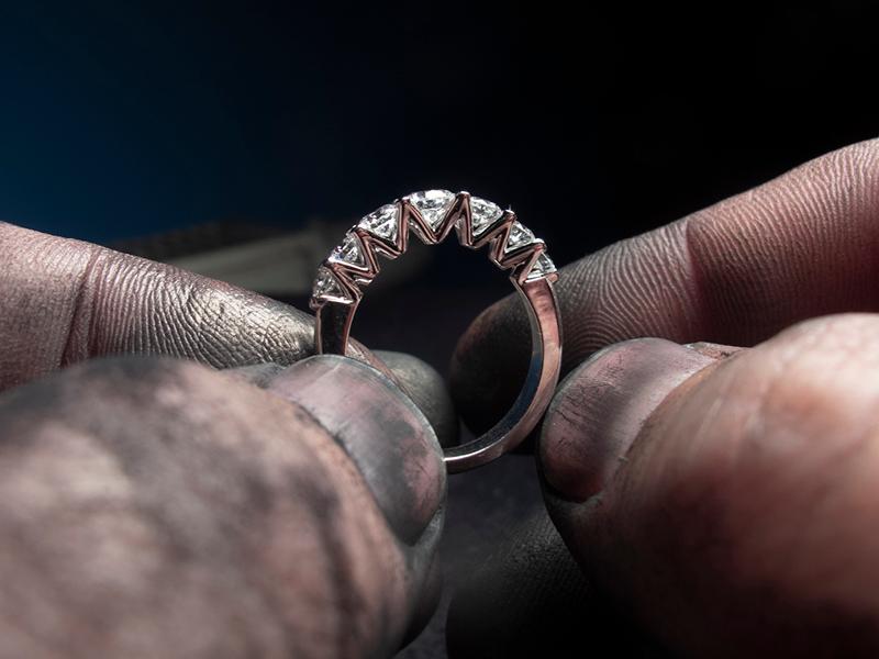 Luxury: První kolekce zlatých šperků s lab-grown diamanty v České republice