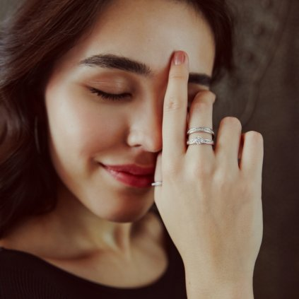 Prsten z bílého zlata s lab-grown diamanty Patience