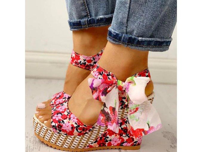 Dámske topánky- Dámske červené  sandále na kline s mašličkou