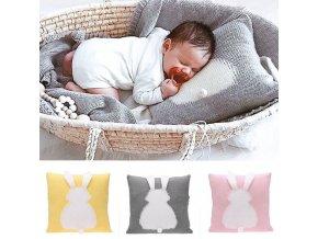 Vankúš - bábätko - králik - krásny pletený vankúšik s detským vzorom králika - výpredaj skladu